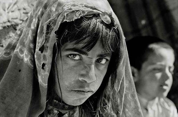 Mah Bibi, Ghor, Afghanistan, 2001 © Nick Danziger / nb* pictures for ICRC