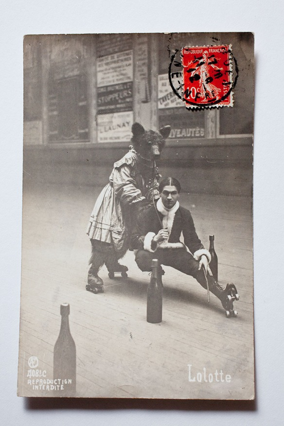 The card Kasmin had to buy, it shows a 1906 slalom by a bear called Lolotte on rollerskates in a dance hall in Le Havre was posted in 1906